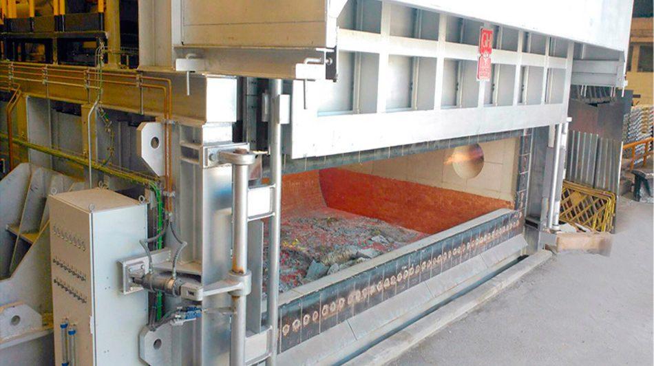 Instalación de dos hornos  de reverbero basculantes de 50 toneladas en Befesa-Asúa