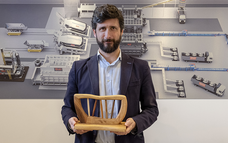 Íñigo Guinea recibe la escultura representativa de Cebec