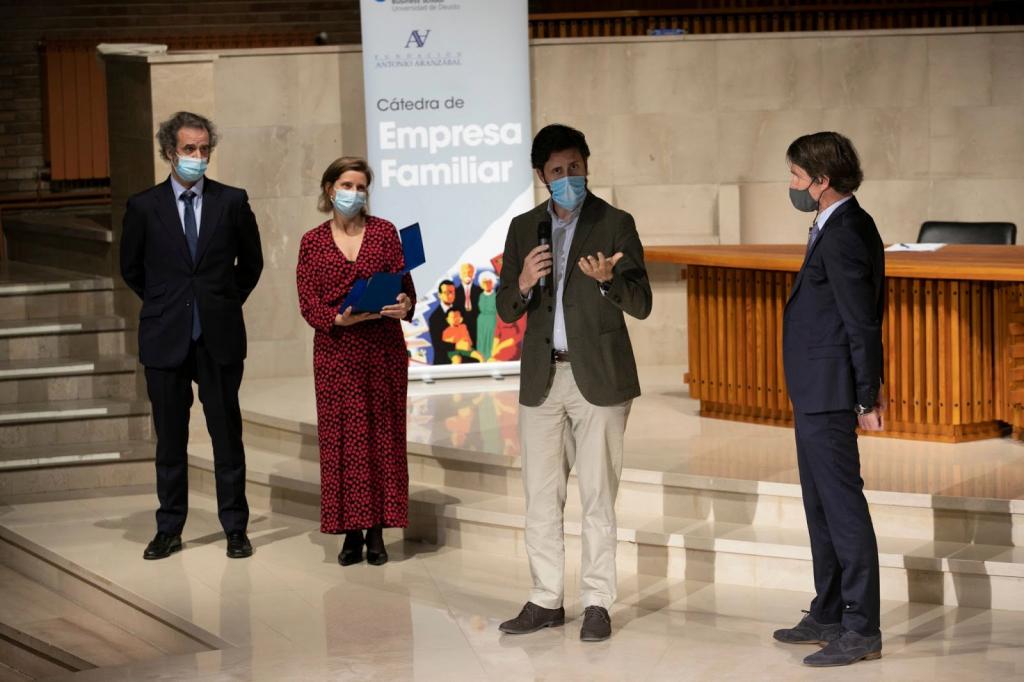 """Familie Guinea mit dem """"Antonio-Aranzábal-Preis für Familienunternehmer 2021"""" ausgezeichnet"""